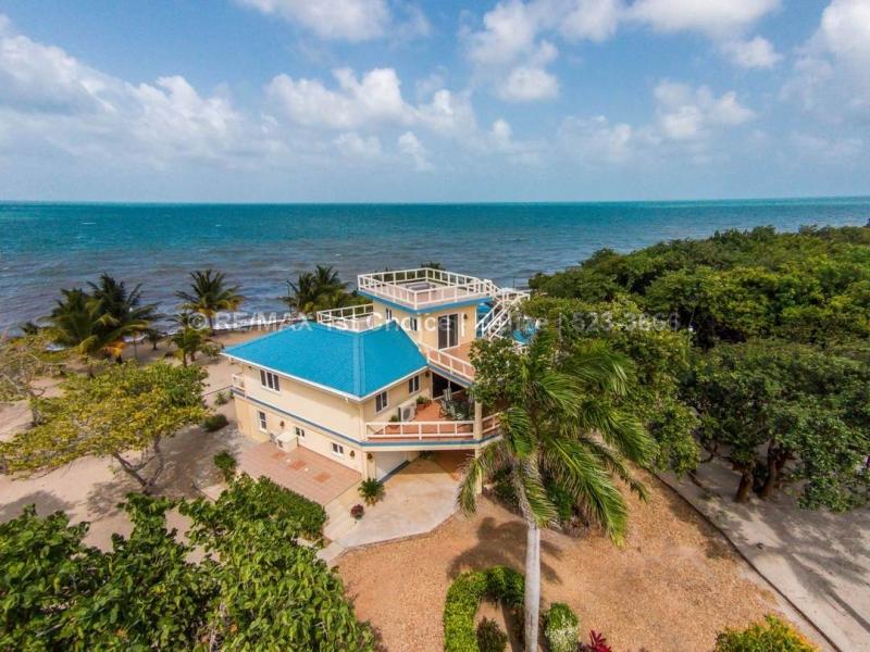 H1019 - Dolphin Beach Belize - A Private Estate